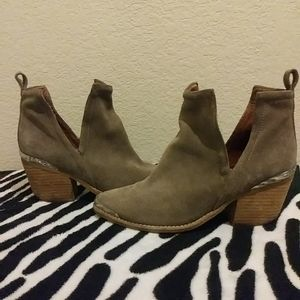 Jeffrey Campbell Cromwell Taupe